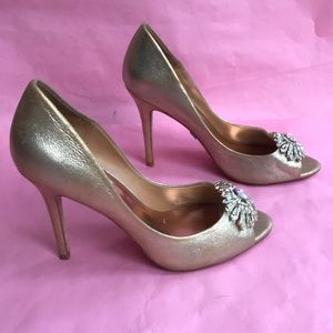 Gold Badgley Mischka leather heels
